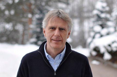 Psykiater Lars Lien skal se på om det finnes en sammenheng mellom registrering av koronainfeksjon og psykiske plager.