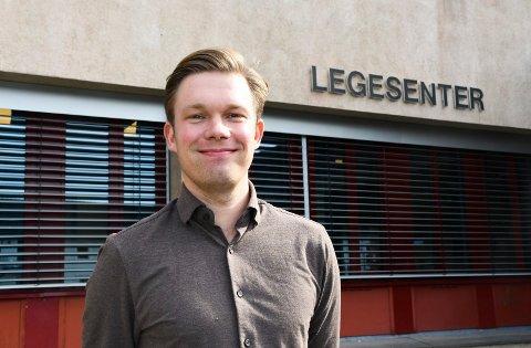 Ny på jobben: Erlend Sveberg gleder seg til å komme skikkelig i gang som lege i Moelv.