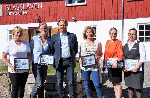 PARTNERE: Fem bedrifter signerte partnerskapsavtale med Stor-Oslo Nord. Fra venstre: Trine Hilden (Granavolden Gjæstgiveri), Hilde Nyeggen Martinsen (Glasslåven), Jarle Snekkestad (Stor-Oslo Nord), Elisabeth Gaarder (Helgum gård), Kari Veierød Næss (Sanner hotell) og Veronica Smerud Nielsen (Hotell Hadeland).