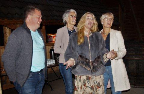 We`ll meet again, sang Morten Wien, Bente Erichsen, Eli Kristin Hansveen og Randi Eek Thorsen til de frammøtte på Café Oscar.