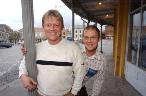 GIR SEG: Brødrene Øivind (tv) og John Erik Strøm gir seg etter 30 år. Arkiv.