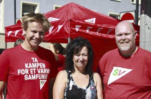 I GANG: Sigurd Arnekleiv Bækkelund, Britt Helland-Pedersen og Tom Sagen i Hamar SV har startet valgkampen. Foto: Hamar SV