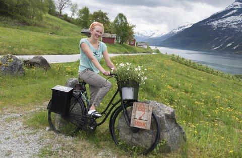 Her: Sykkelen viser turistane kor dei finn fram til Therese Bakke.