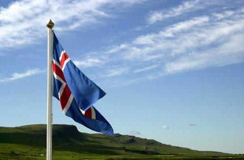 Vestmannaeyjar 20000730:  Islands flagg. Foto: Knut Fjeldstad / SCANPIX