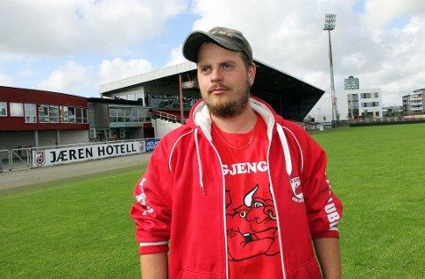 """KLAR FOR NORGESFERIE: Brynes supporterleder Tomas Tuen trosser rådene fra Vard, NFF og egen klubb. Lørdag drar han på """"ferie"""" til Kopervik."""