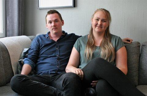 SMILER: Over fire år er gått siden Oscar Økland (27) ble utsatt for hukommelsestap. Nå ser han lyst på livet igjen. Her med kjæresten Ann Karin Eikeland (27).