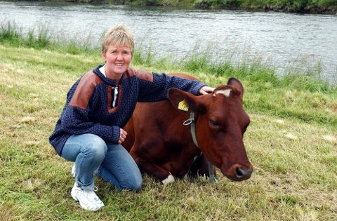 Melkespannpris: Trine Bolstad, sammen med mann og sønn driver Furuheim gård som har levert elitemelk i 25 år.