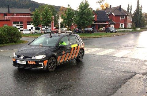 Preben Majer Haugen fra Safe Control Infra i full gang med å ta 3D-bilder av de kommunale veiene i Vefsn.