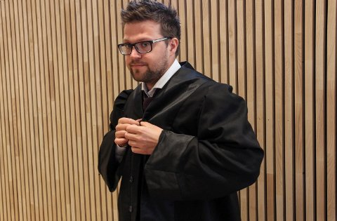 FORNØYD: Både forsvarer Tarjei Magnus Hugaas og hans klient er svært glad for frifinnelsesdommen.