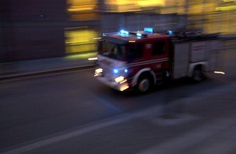 OVERTENT: Huset var fullstendig overtent da brannvesenet i Sør-Varanger ankom huset i Neiden. (Illustrasjonsfoto)