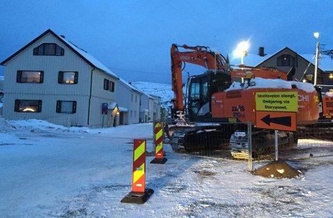 SPERRET: Du må kjøre via Storvannet om du skal til Baksalen-området i Hammerfest, da Idrettsveien er sperret av for gjennomkjøring.