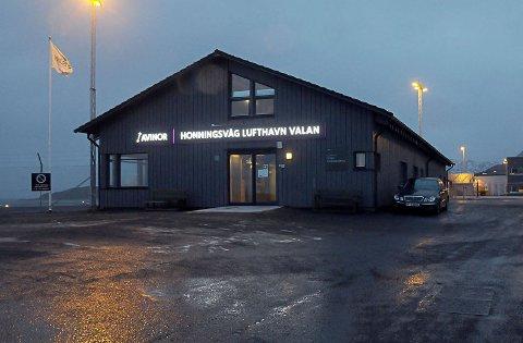 NEDGANG: Blant de mange lufthavnene i Finnmark som opplever nedgang i passasjerer i februar sammenlignet med fjoråret, mister Honningsvåg Lufthavn Valan aller flest.