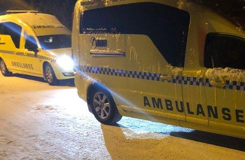 RYKKET UT: Politi og ambulanse rykket tirsdag ettermiddag ut til en bostedsadresse i Lakselv.