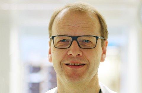 FORTELLER OM TALLENE: Overlege og professor ved UiT, Torben Wisborg.