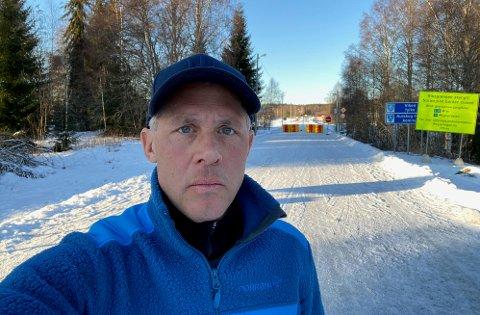 Kjell-Arne Ottosson er riksdagsmedlem for kristeligdemokratene i Sverige. Han er kritisk til hvordan svenske arbeidspendlere blir behandlet på grensen ved Ørje. Selv bor han like ved grensen i Østervallskog.