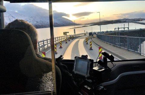 Arbeidet med vedlikehold av Helgelandsbrua, har vist seg å være omfattende enn først trodd. Nattestenging og lysregulering er derfor forlenget fram til 30. november