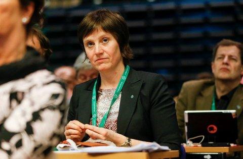 INNLYSENDE: Helsepolitisk talskvinne Kjersti Toppe (Sp) mener det er innlysende at det må en endring i måten sykehuspolitikk gjennomføres.