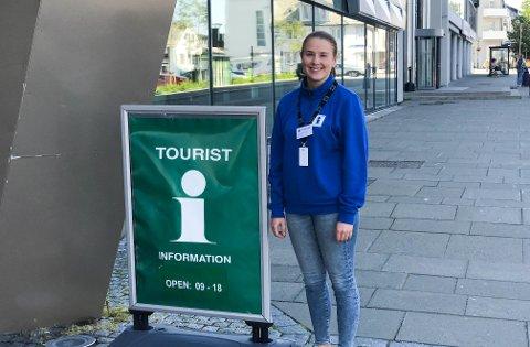 Ingrid Dahl Tysnes i VisitHelgeland forteller at det er mange muligheter for turistene her, men at naturen er det som drar dem hit.