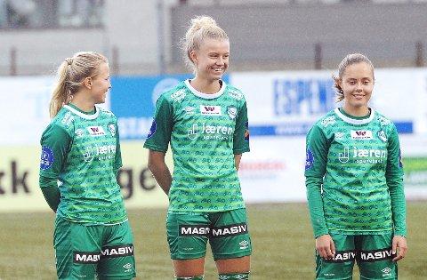 STARTER: Anette Snørteland Jensen (f.v.), Mille Aune og Sofie Bjørnsen er tre av 11 i Klepps startellever mot Sandviken. De tre er henholdsvis 17, 17 og 16 år gamle.