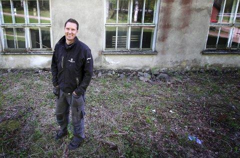 OPPFORDRING: Kyrre Hansen i viltnemnda fastslår at det er svært viktig å melde fra dersom en kjører på vilt. (Arkivfoto)
