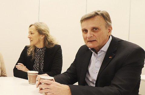BEKLAGER: Nav-leder Heidi Lilleslåtten beklager at personopplysninger har kommet på avveie. Her fotografert med Nav-direktør Terje Tønnessen ved en annen anledning.