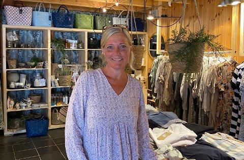 NYÅPNET: Pepita's Sommerbutikk har et stort utvalg av klær til både damer og herrer.