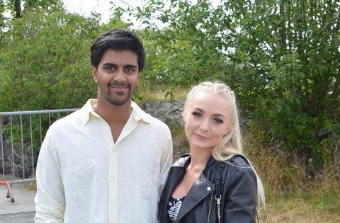 Espen, her sammen med kjæresten, er svært fornøyd med å ha kommet seg inn på boligmarkedet i Kragerø, og starten på voksenlivet.