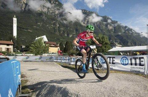 GLEDER SEG: Erik Hægstad, som her er i aksjon i verdenscupen i Andorra, gleder seg til søndagens VM-konkurranse.foto: PRIVAT