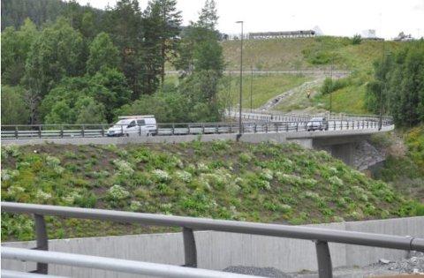 VEIARBEID: Rekkverksarbeider de neste par ukene vil blant annet pågå ved Sellikdalen bru. Det kan føre til noe trafikkforsinkelser i området.