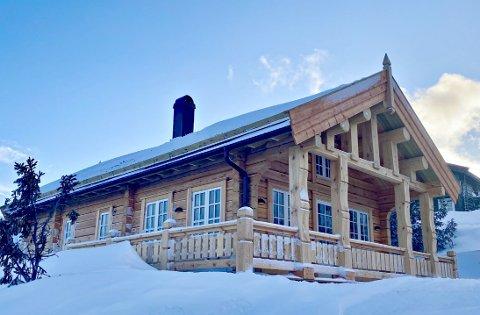 BYGGER HYTTER: Naturhytta er et lokalt Rollag-selskap som bygger hytter på Vegglifjell.