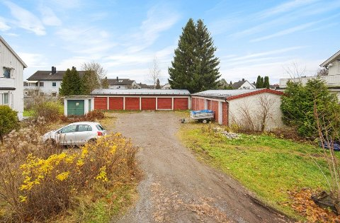 GULLGRUVE: Dette gamle garasjeanlegget ble gull verdt for eierne av tomta.