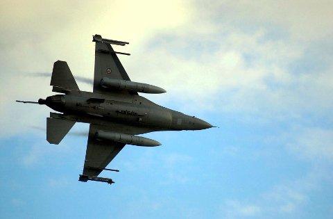 Øvelse i mørket: F16-jagerfly skal øve i Lofoten framover på mørkeflyging.  Foto: Morten Ovesen, Forsvarets mediesenter)