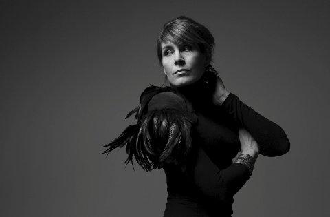 Nytt album: Kari Bremnes har sine røtter i Svolvær og har en lang musikkarriere bak seg. Fredag slapp hun den nye plata «Det vi har» og legger ut på en lang norgesturné.Foto: presse