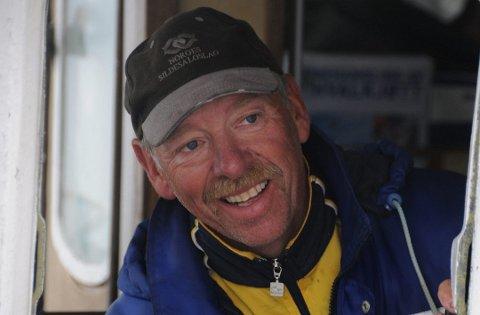 """HAR TRUA: Skipper Per Asbjørn Wærstad på """"Uregutt"""" har trua selv om skreien foreløpig glimrer med sitt fravær."""