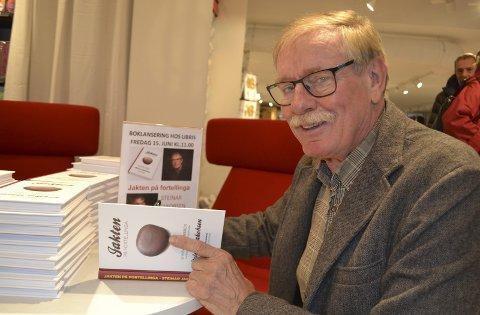 Signering: Steinar Jakobsen har skrevet boka «Jakten på fortellinga». Begge foto: John-Arne Storhaug