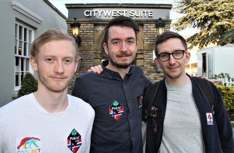 FORNØYDE: Adrian Johansen, Pål Sindre Klæth og Thomas Aspenes fra Lofoten angrer ikke på at de dro til poker-NM i Dublin.