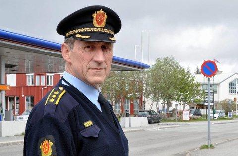 BER OM TIPS: Lensmann Asbjørn Sjølie ved Vest-Lofoten lensmannskontor ber om tips i to saker - biltyveri og hærverk på båt.