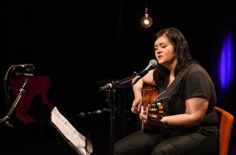 Tonje Unstad lager musikk for både barn og voksne. Nå er hun aktuell med et nytt prosjekt. Her fra en strømmekonsert i fjor vår.