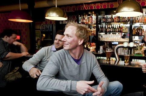 Sesongstart: Rune Vold (t.h) er konferansier på når Stand-up Moss inviterer til høstens første komikveld i Tivolikjeller´n.