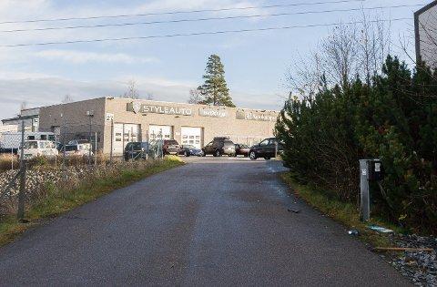 Porten ble brutt opp da tre biler ble stjålet fra Autokompaniet på Årvollskogen natt til fredag.