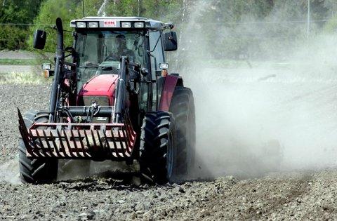 SETEBELTE: Arbeidstilsynet mener mange ulykker kunne vært unngått ved bruk av setebelte i traktor.