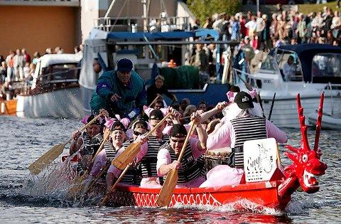 LIV: Dragebåtfestivalen skapte liv i Kanalen. Her fra 2005.