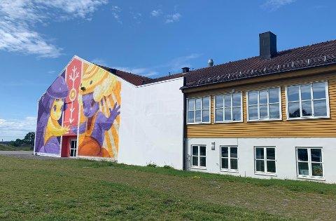 Veggkunsten ble malt over i midten av juni