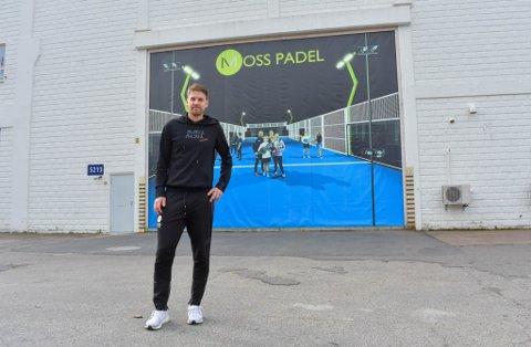 HAR PLANER: Henrik Jarl Ljungberg, daglig leder i Moss Padel, gleder seg til å åpne de utvidede lokalene på nyåret.