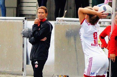 FLYTTET FRA FAMILIEN: Margun Haugenes reiste fra mann og barn på Vestlandet for å bli hovedtrener i Medkila. Hun er en av syv kvinner av 48 mulige som er hovedtrener på toppnivå i kvinnenes to øverste divisjoner i fotball og håndball. Hun mener kvinner er for feige, og at det er en av grunnene til at tallet er så lavt.