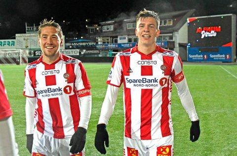SEIERSGLIS: Jostein Gundersen (t.h.) kunne smile sammen med Erlend Sivertsen og de andre TIL-spillerne etter 3-1 over HamKam onsdag kveld.