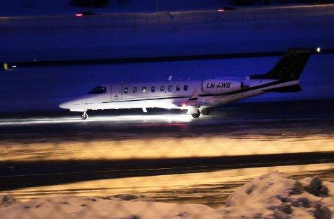 I dette jetflyet er det UNN-ansatte og utstyr som skal bidra i redningsarbediet på svalbard. Foto: Stian Saur