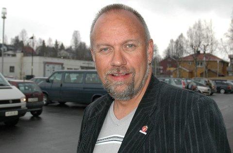 VRIDNING: Det er blitt liten forskjell mellom en bensinstasjon og en dagligvarebutikk, mener Opplands stortingsrepresentant Morten Ørsal Johansen (FrP).