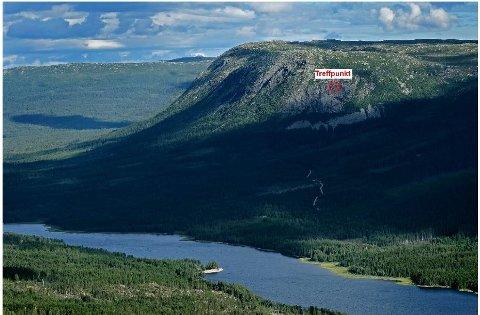 HER TRAFF FLYET: Ulykkespunktet der flyet kjørte i fjellveggen