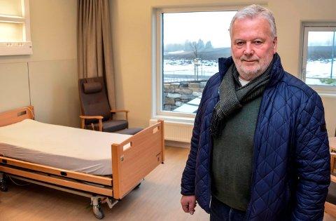 EKSTRA SENG: - Det bør kunne settes inn ei ekstra seng på rommene på Labo for at ektepar eller samboere som ønsker det skal kunne bo sammen, mener Roger Høiberg, nestleder i helse-, omsorgs- og velferdsutvalget i Østre Toten.